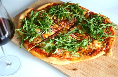 Pizza és vörösbor